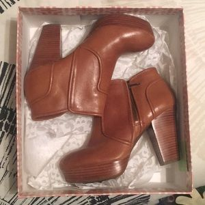 Gianni Bini Moon Lite booties